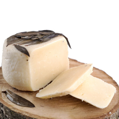 """L'Ulivo"" Cheese - Aged in Olive Leaves (400gr)"